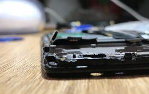 OnePlus z boku rozebrany
